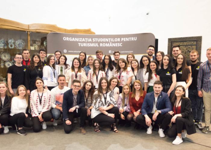 voluntarii-ost-la-conferinta-nationala-la-popasul-turistului-roman